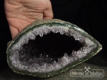Geoda ametystowa w otoczce chalcedonowej
