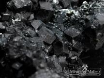 Granat schorlomit - rzadka odmiana andradytu