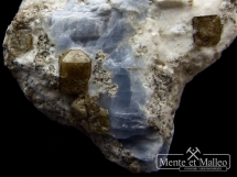 Rzadki foszagit, wezuwian, niebieski kalcyt