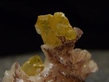 Wulfenit na dolomicie - rzadki minerał ołowiu