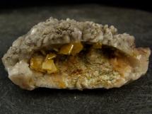 Wulfenit na dolomicie - geoda - rzadki minerał ołowiu